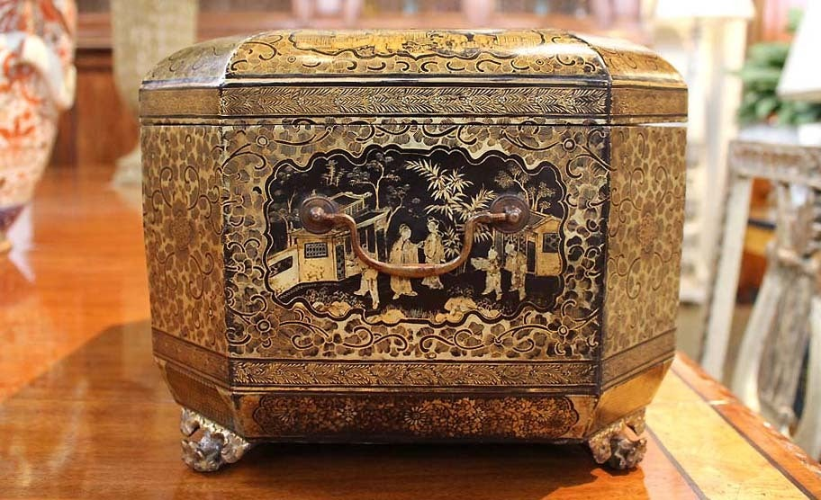 Intricately Painted Large English Lacquered Tea Caddy 9