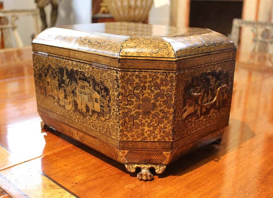 Intricately Painted Large English Lacquered Tea Caddy 6