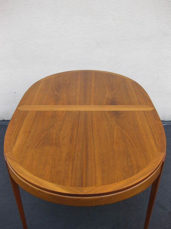Walnut Dining Table by LANE 2 leaves to seat 4 - 8 3