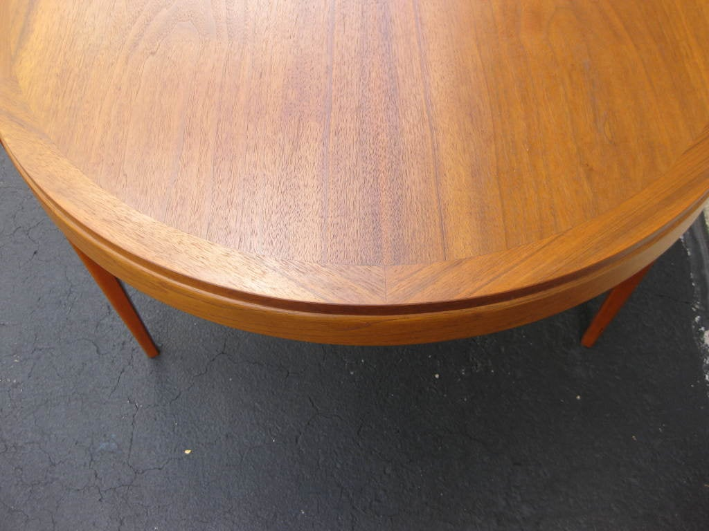 Walnut Dining Table by LANE 2 leaves to seat 4 - 8 4