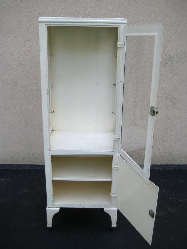 American Vintage Industrial Medical Display Cabinet For Sale - Vintage Industrial Medical Display Cabinet At 1stdibs