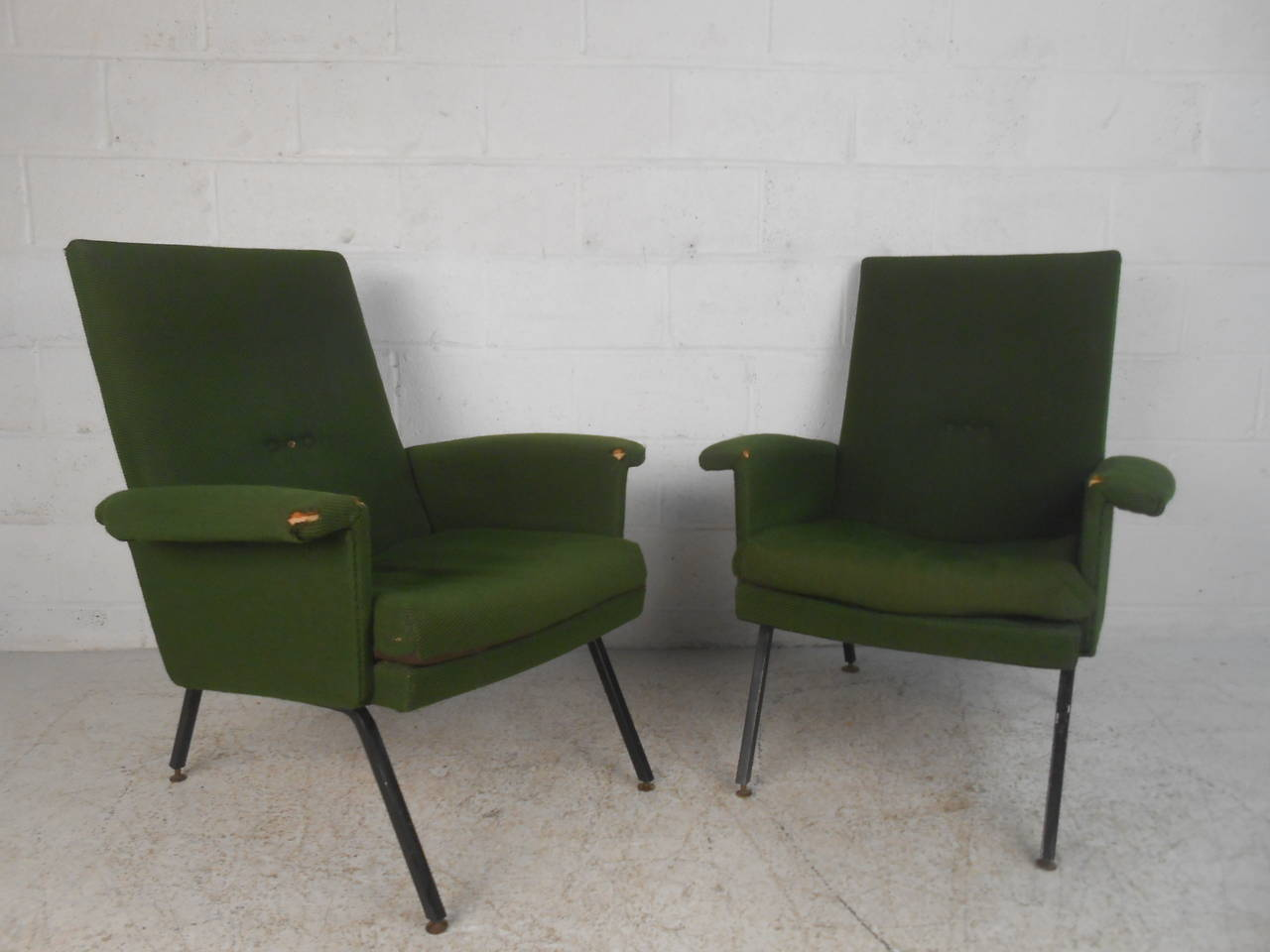 This stylish pair of Mid-Century lounge chairs feature shapely high back seat, with comfortable upholstered arm rests and sturdy metal legs. Unique Italian modern style makes this the perfect set for home or business setting. Please confirm item