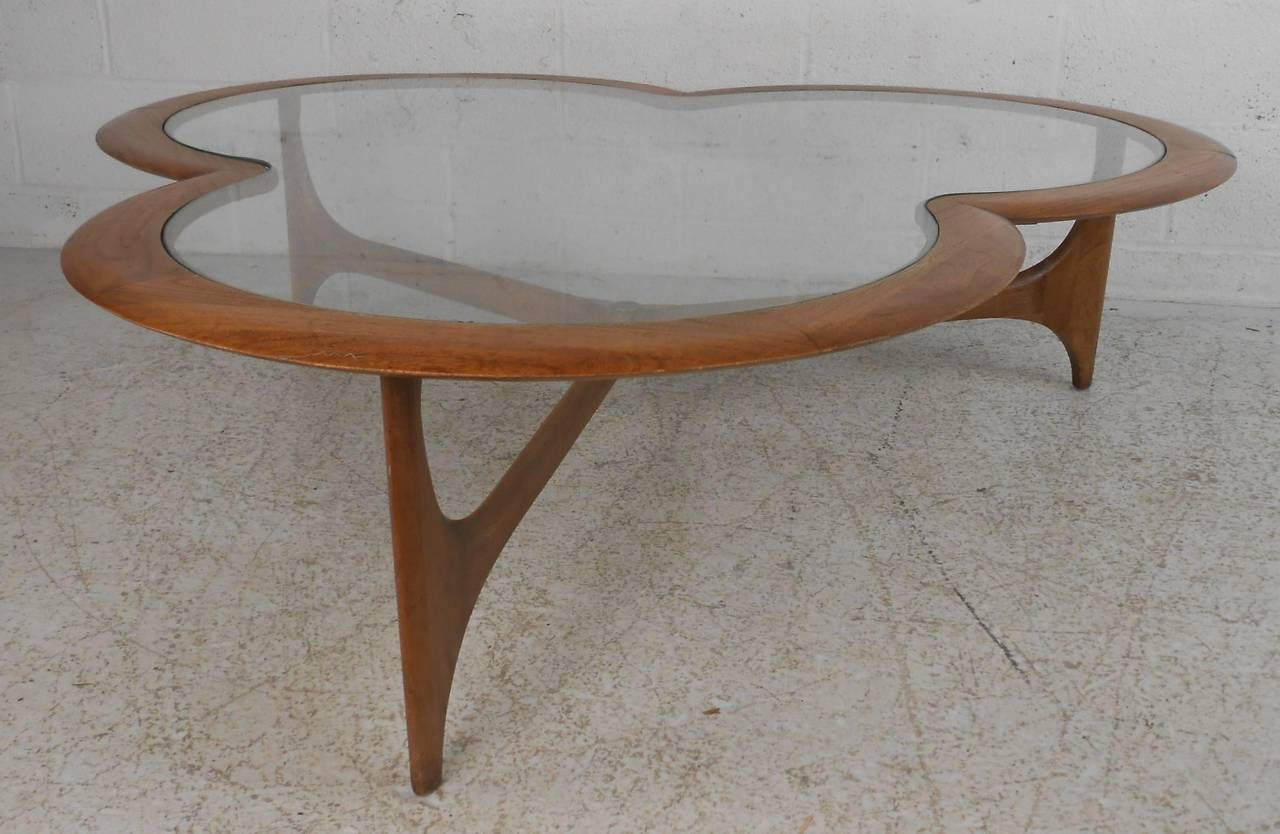 Midcentury Clover Leaf Coffee Table by Lane In Good Condition For Sale In Brooklyn, NY