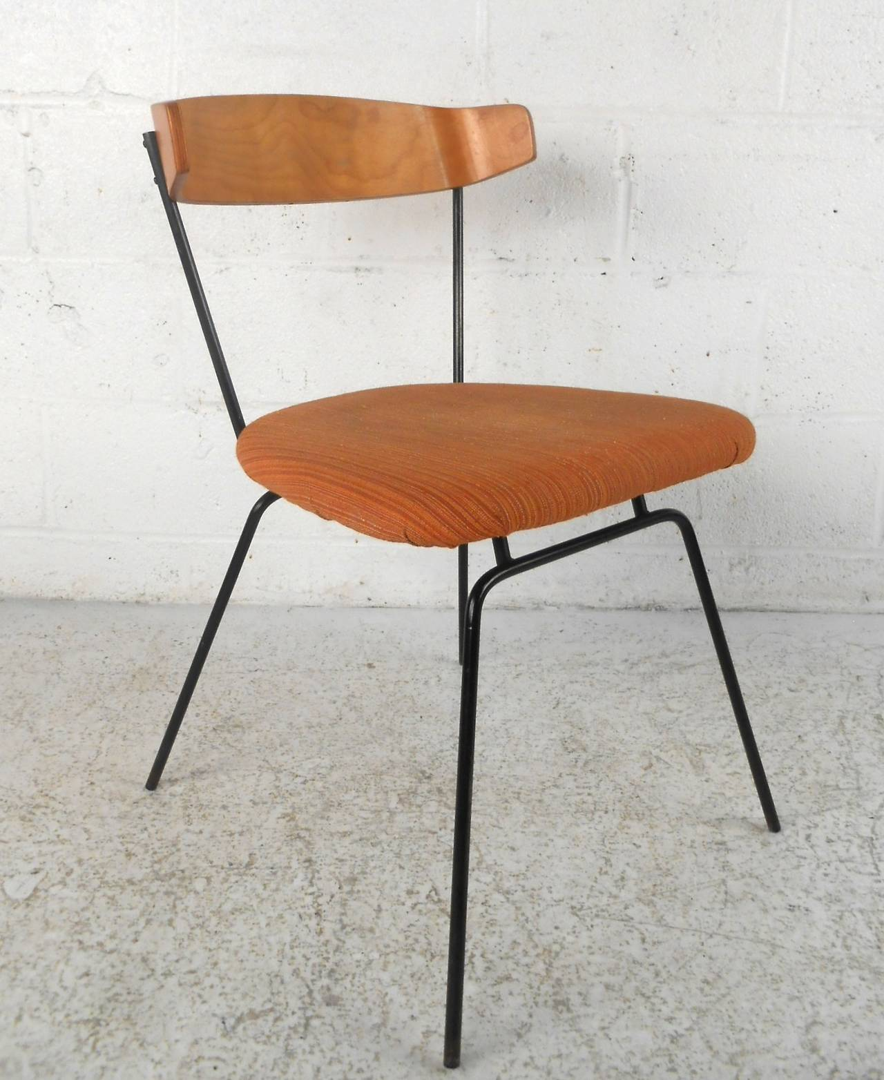 Charmant This Uniquely Shaped Dining Chair Features Bentwood Seat Back, Sturdy Cast  Iron Frame, And