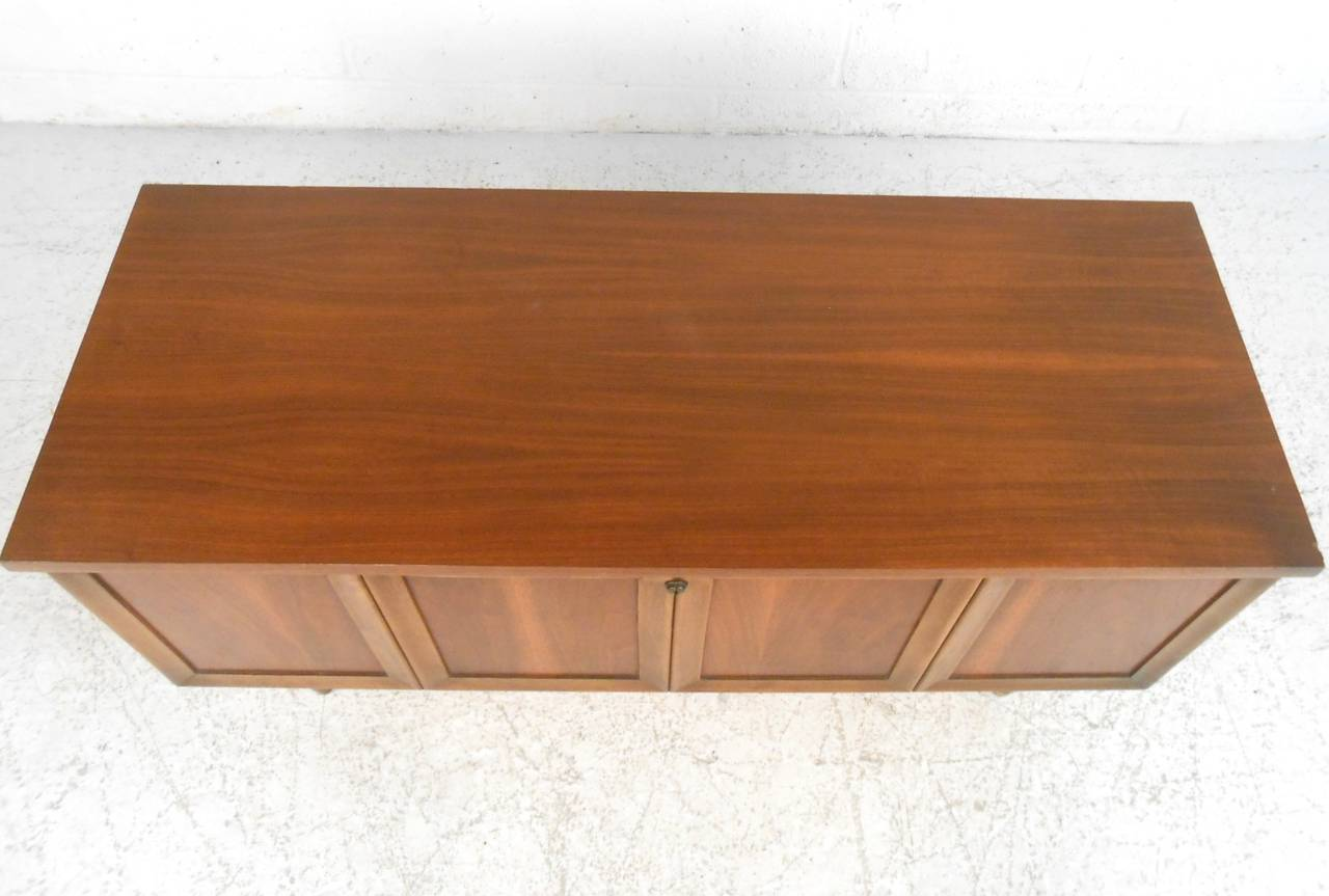 Vintage Blanket Chest by Lane Furniture In Good Condition In Brooklyn, NY