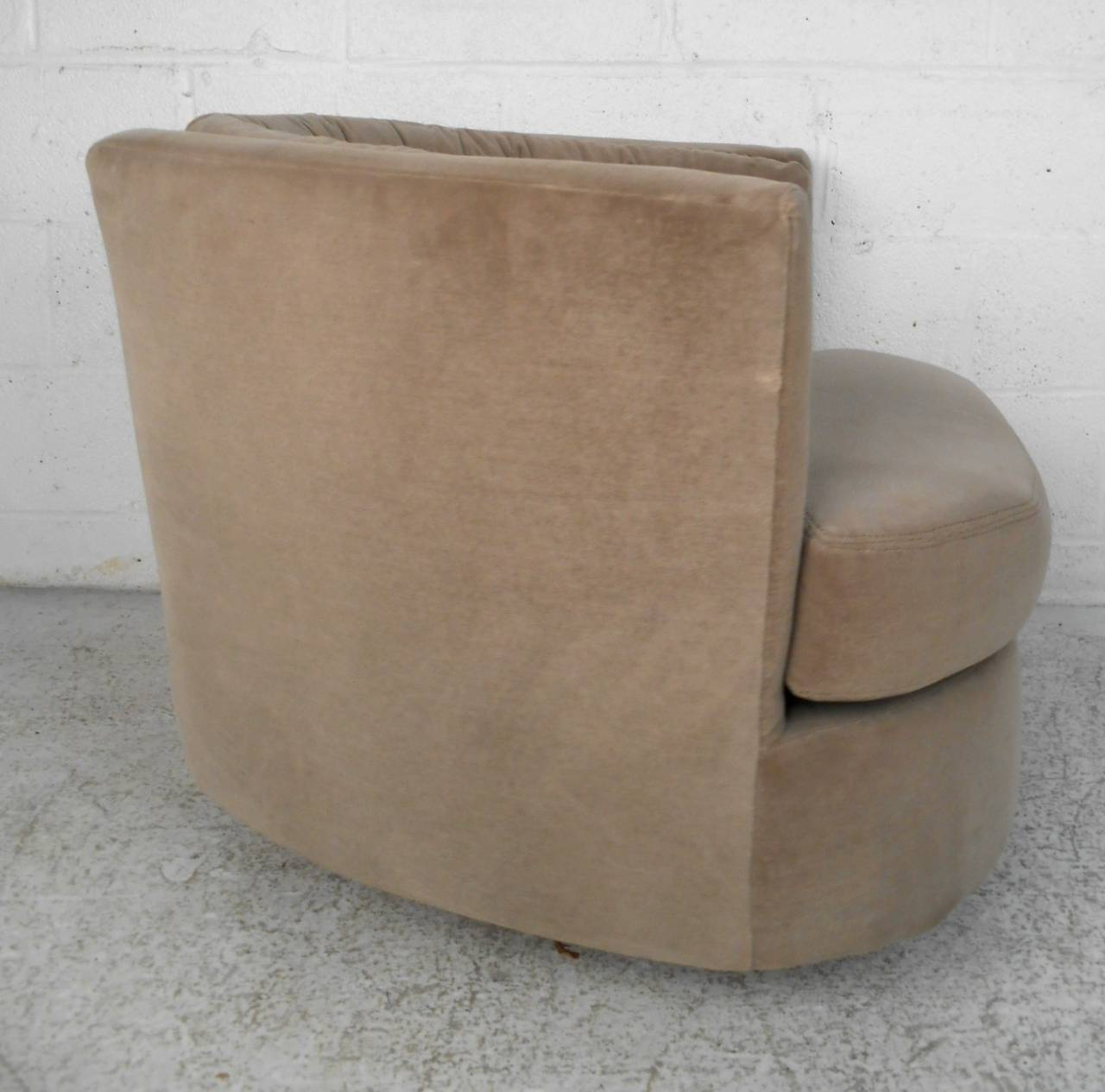 Mid Century Modern Milo Baughman Style Barrel Back Swivel Lounge Chair For Sa