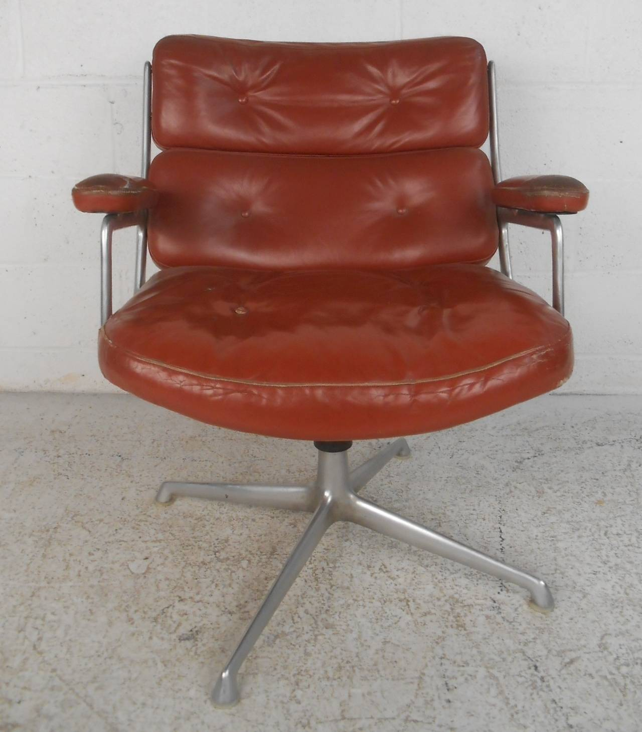 mid century modern time life executive swivel chair for herman miller by eames at 1stdibs. Black Bedroom Furniture Sets. Home Design Ideas