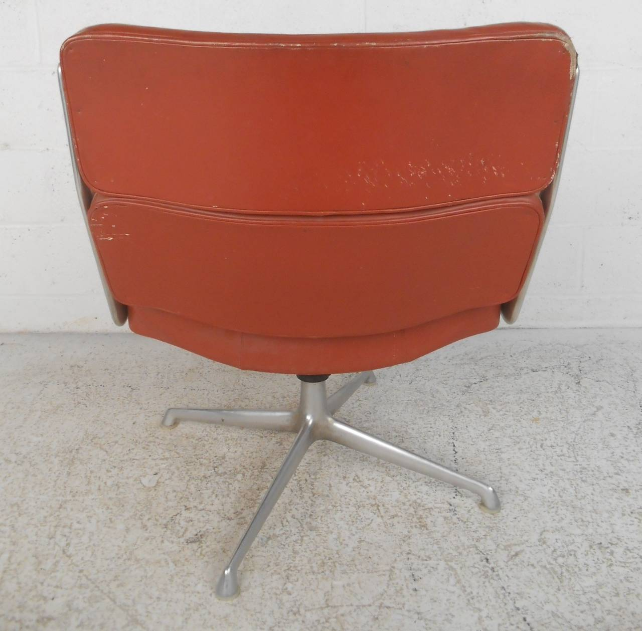 Mid Century Modern Time Life Executive Swivel Chair For Herman Miller By Eame