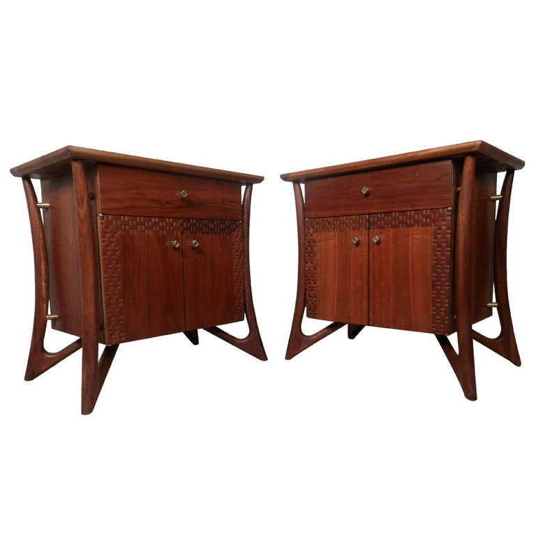 Stylish Vintage Modern Sculpted Nightstands at 1stdibs