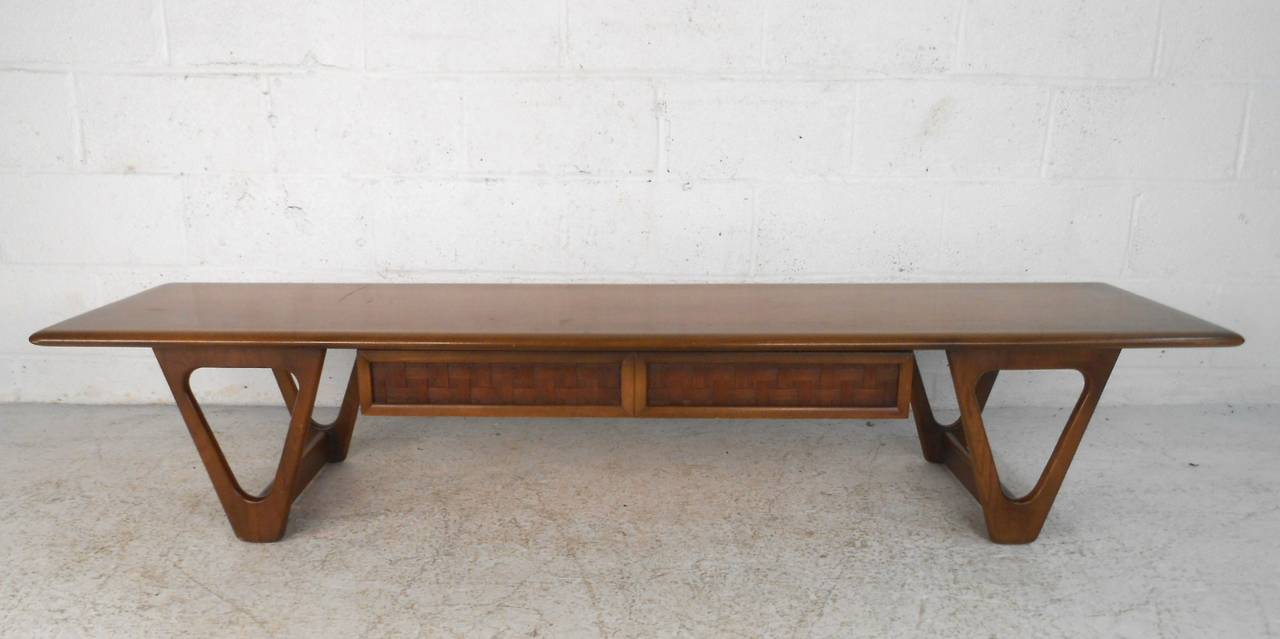 Mid Century Modern Sculpted Base Warren Church Coffee Table By Lane Furniture For Sale At 1stdibs