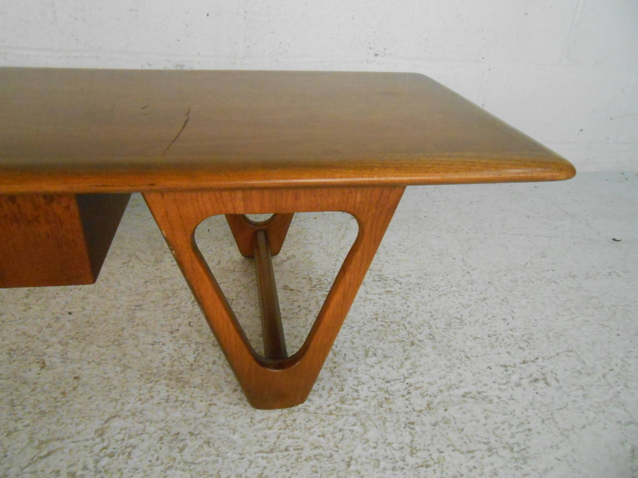Mid-Century Modern Sculpted Base Warren Church Coffee Table by Lane Furniture For Sale 1