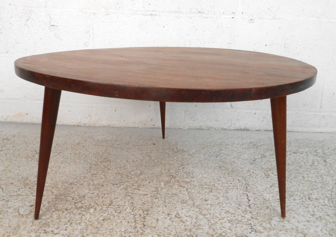 Mid-Century Modern Small Round Coffee Table at 1stdibs