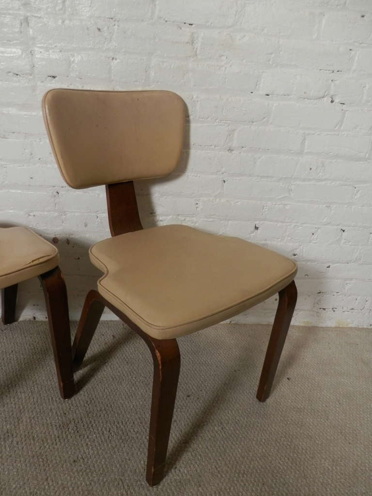 Mid-Century Modern Set Of Four Chairs By Thonet For Sale