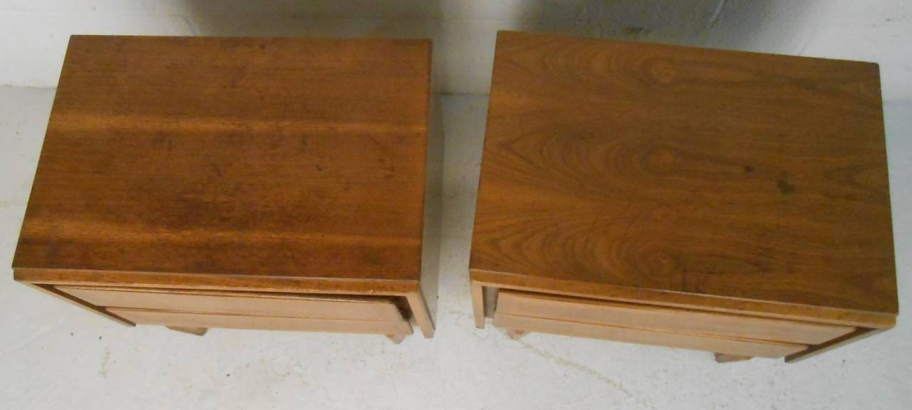 Pair of Mid-Century Modern American of Martinsville Nightstands In Fair Condition For Sale In Brooklyn, NY