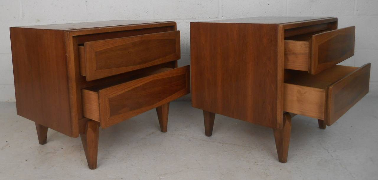 Mid-20th Century Pair of Mid-Century Modern American of Martinsville Nightstands For Sale