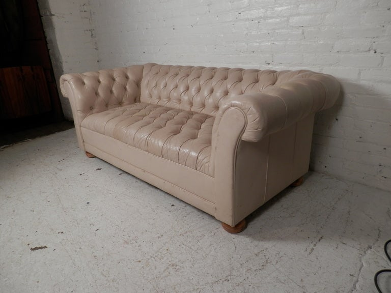 beige tufted mid century chesterfield sofa for sale at 1stdibs. Black Bedroom Furniture Sets. Home Design Ideas