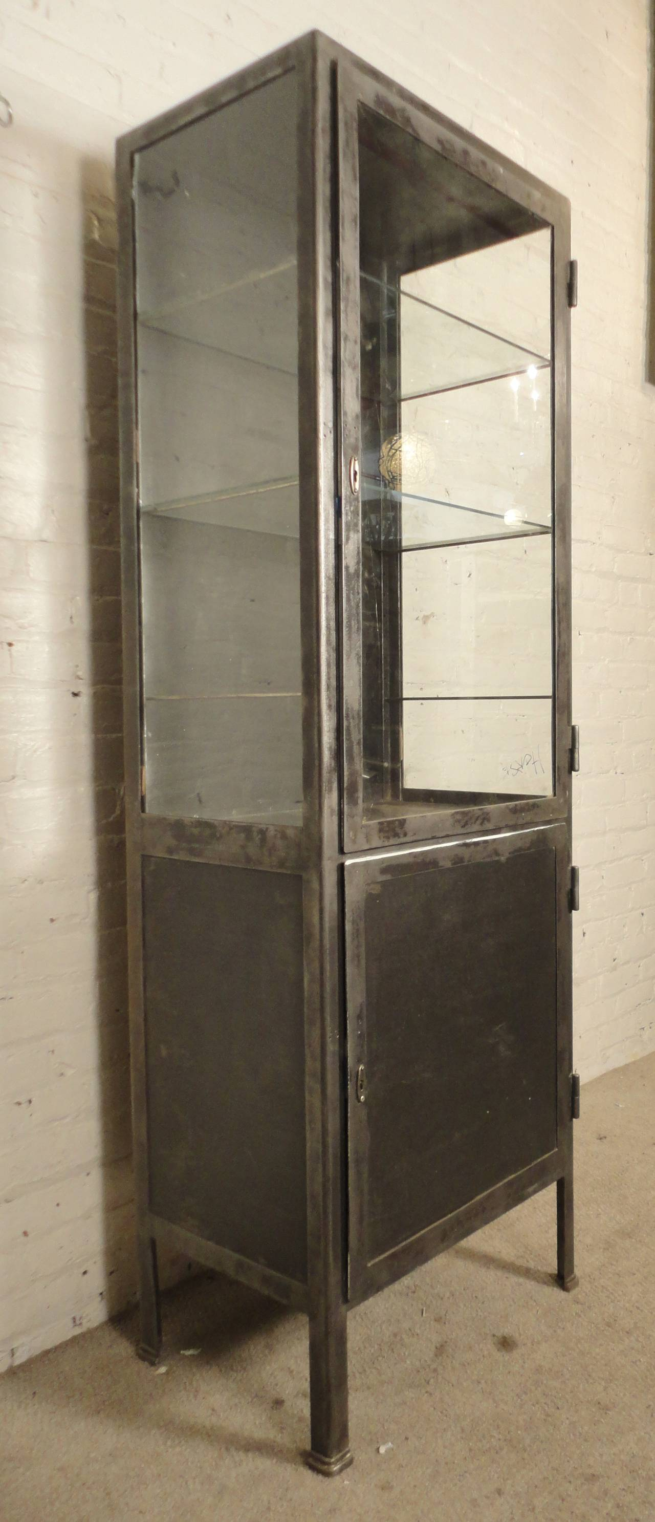 Bon Tall Industrial Metal Display Cabinet In Distressed Condition For Sale In  Brooklyn, NY