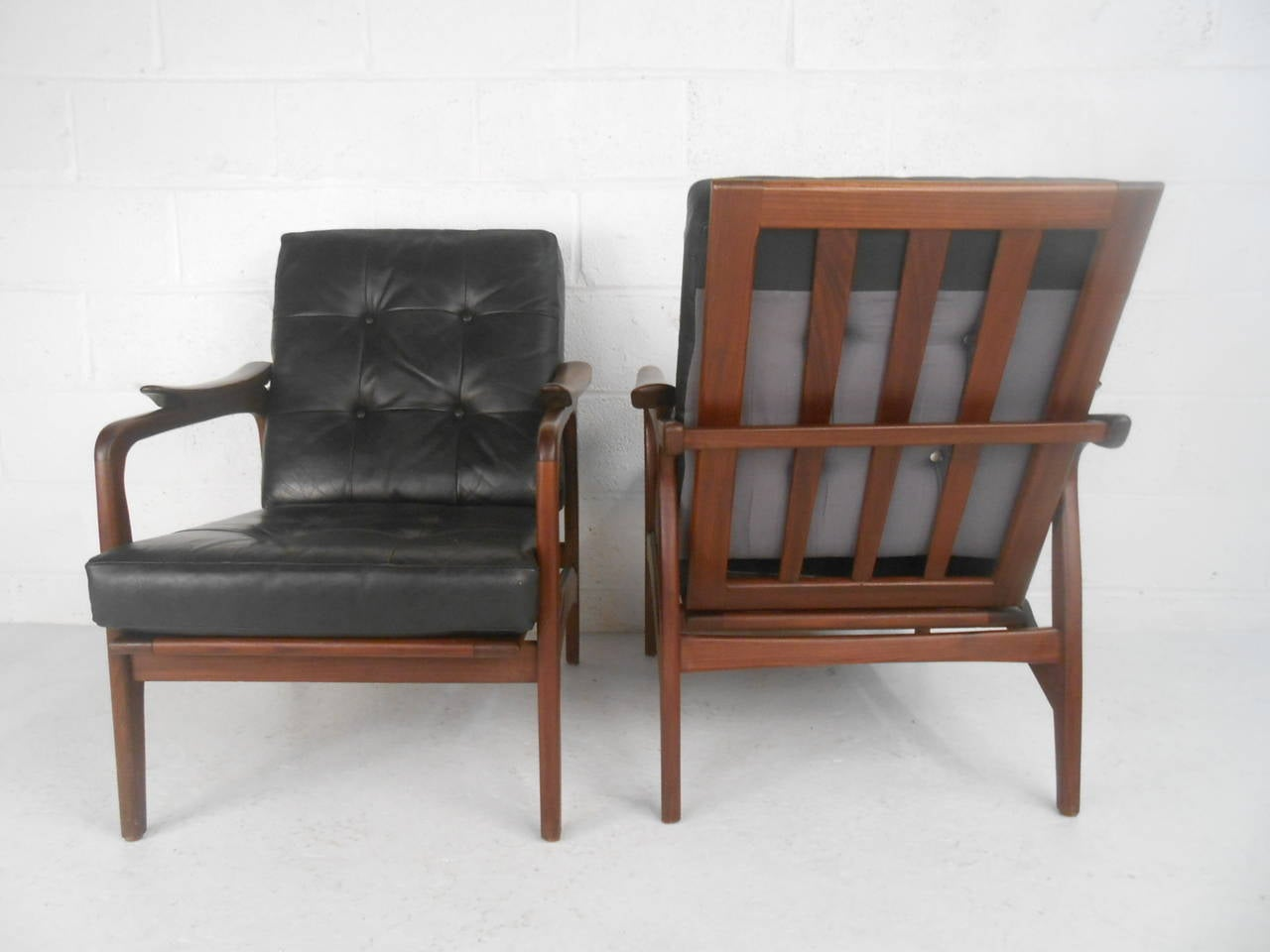 pair beautiful mid century modern leather lounge chairs at 1stdibs