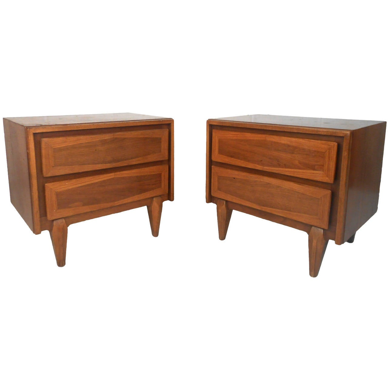 Pair of Mid-Century Modern American of Martinsville Nightstands