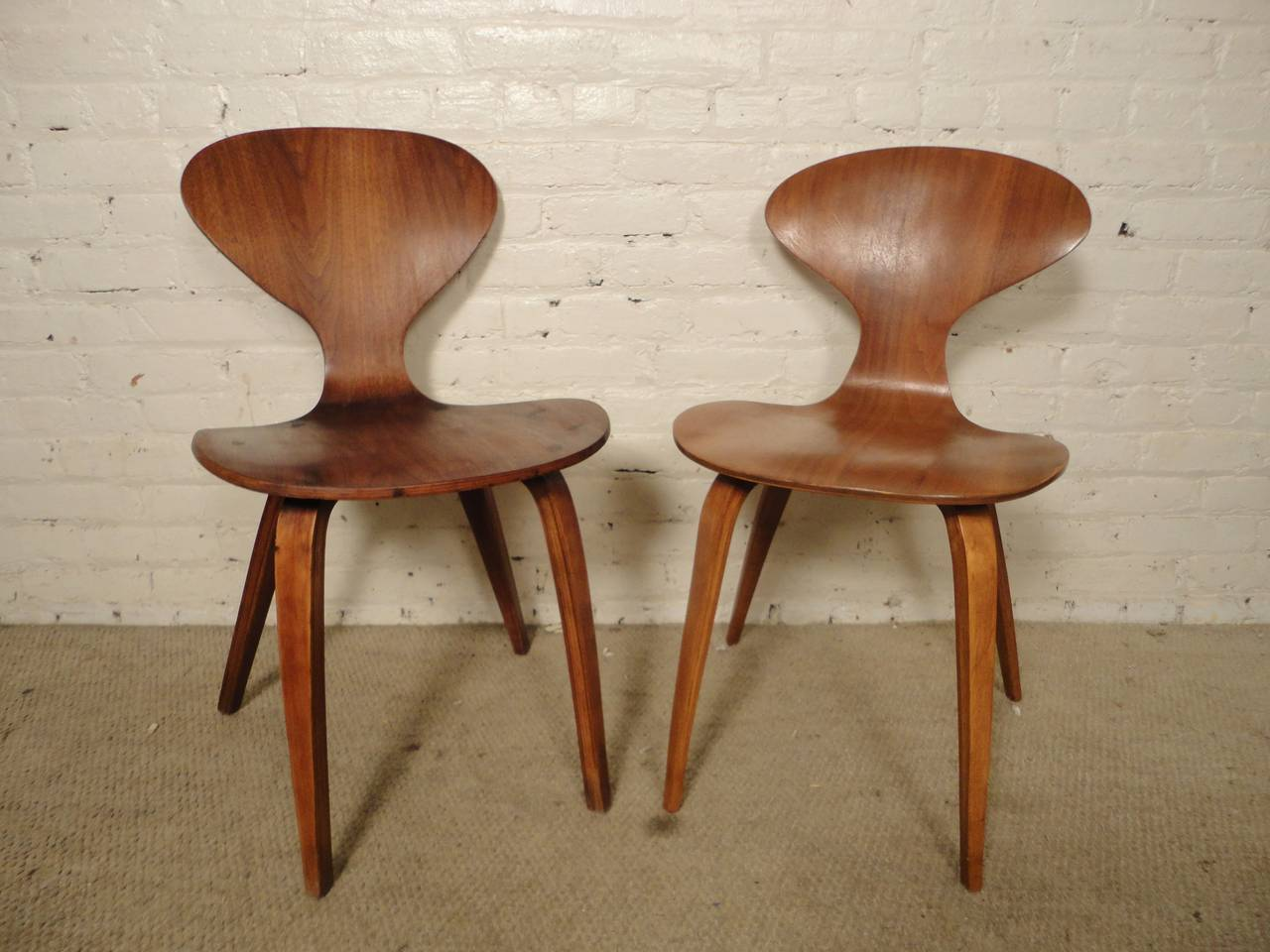 Classic mid-century modern designed bentwood chairs by Norman Cherner for Plycraft. Great lines and curves throughout, all made by bending the wood with extreme steam pressure. A very sleek addition to your dinning room.