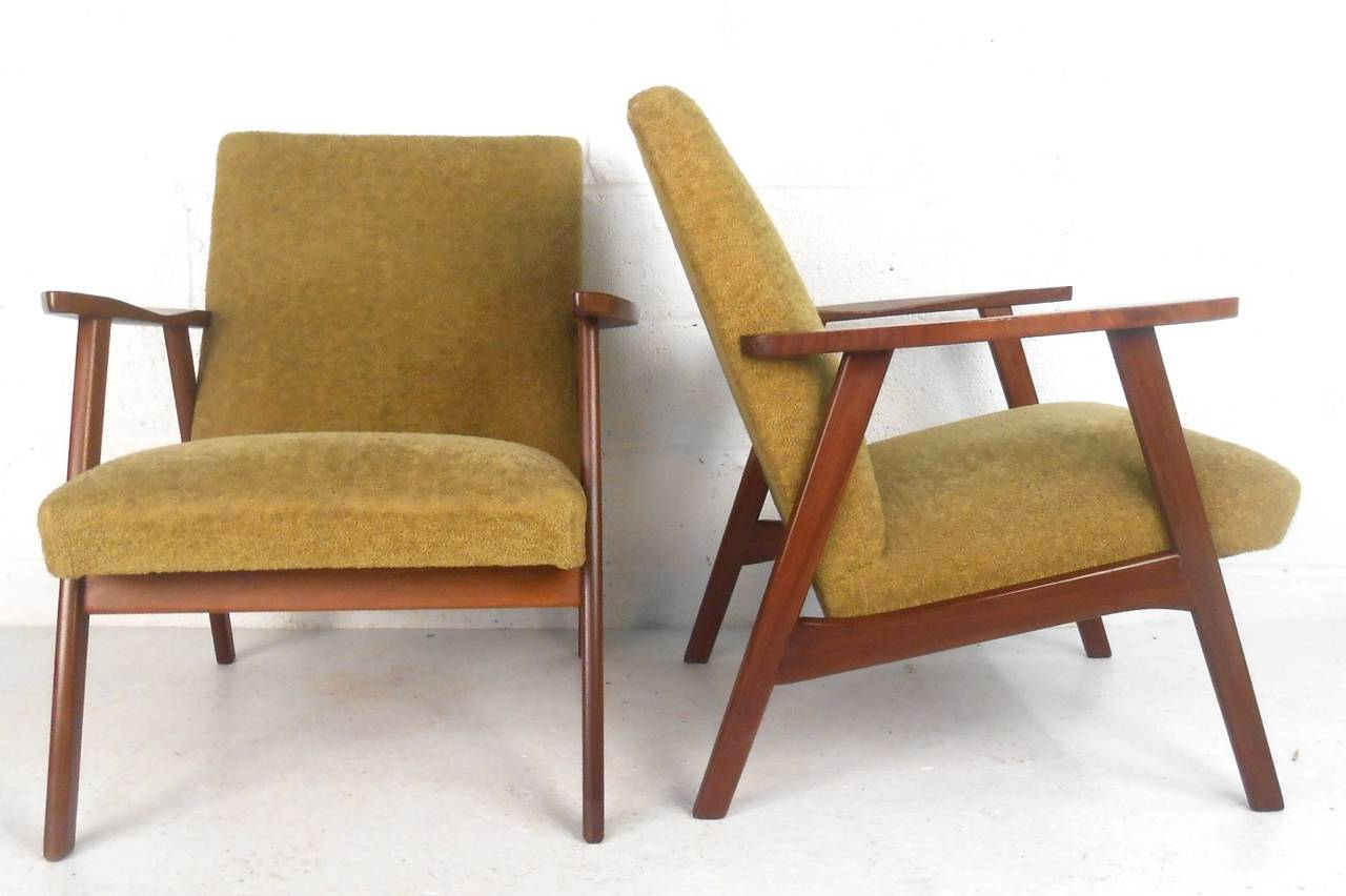 Pair mid century modern danish armchairs at 1stdibs for Mid century modern armchairs