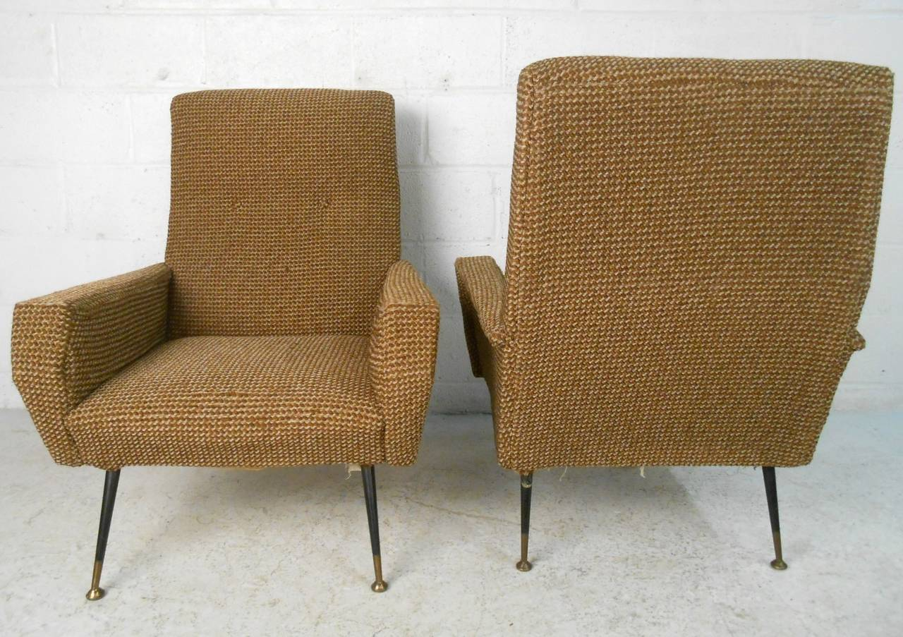 Pair of Mid-Century Modern Gio Ponti Style Armchairs For Sale 1