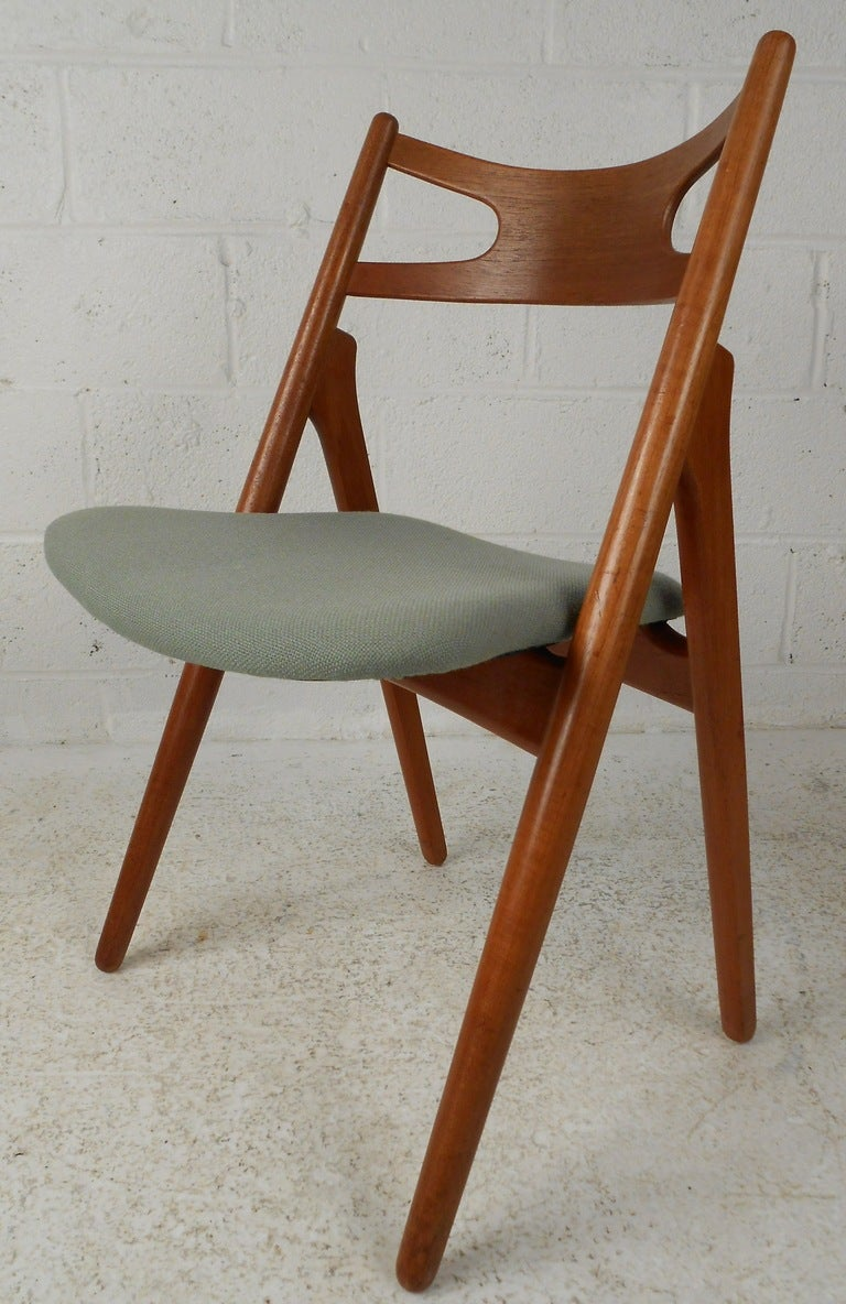 Dining table hans wegner dining table chairs for Wegner dining chair
