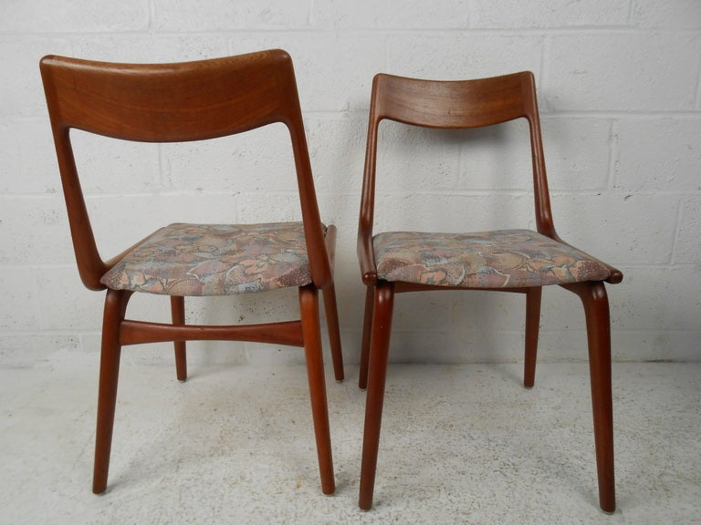 Mid-Century Danish Modern Teak Dining Room Table with Chairs 3