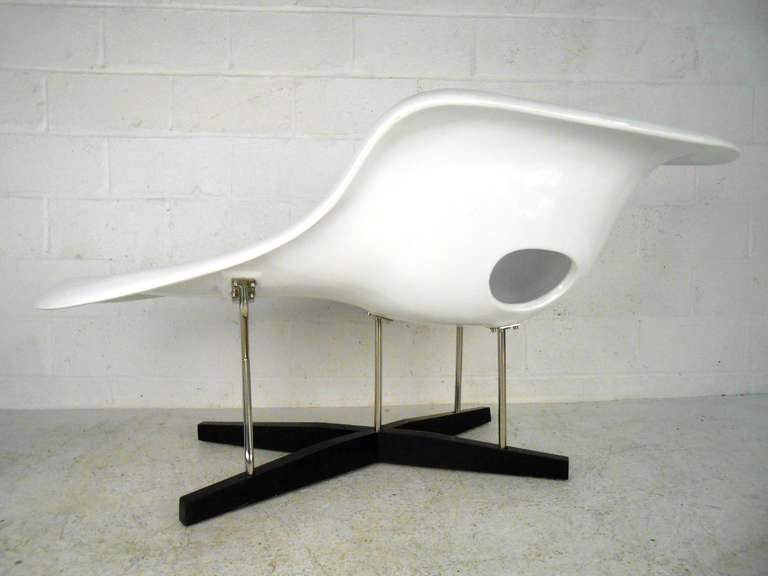 Mid-Century Modern Eames Le Chaise Style Lounge Chair 1