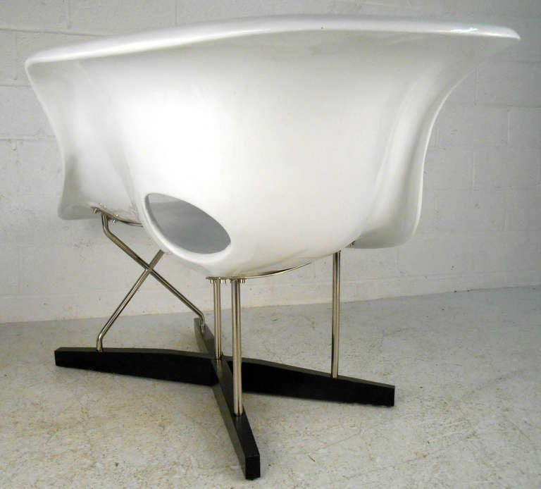mid century modern eames le chaise style lounge chair for sale at 1stdibs. Black Bedroom Furniture Sets. Home Design Ideas