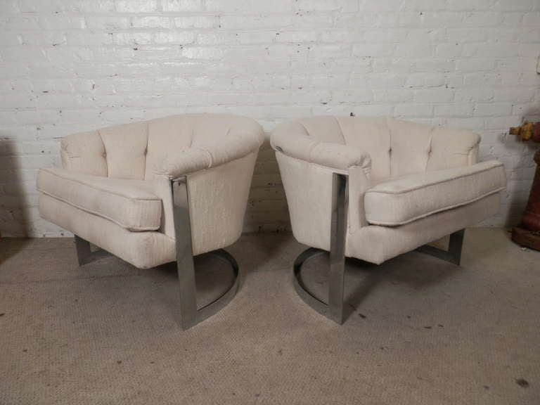 Mid-Century Modern Barrel Back Chairs For Sale 4