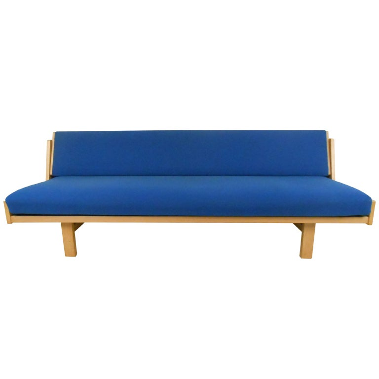 Hans wegner mid century modern daybed for sale at 1stdibs for Mid century modern day bed