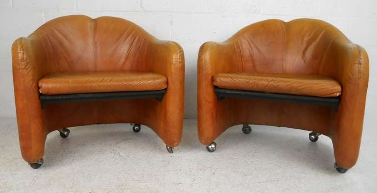 Mid-Century Modern Pair of Vintage Italian Leather Club Chairs For Sale