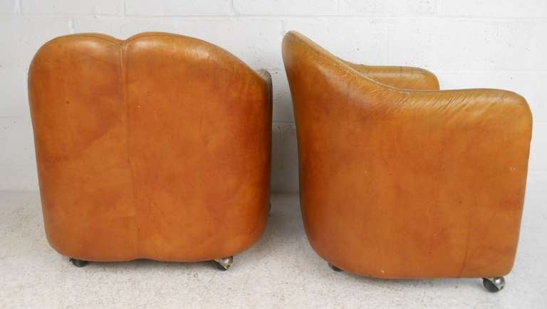 Pair of Vintage Italian Leather Club Chairs In Good Condition For Sale In Brooklyn, NY
