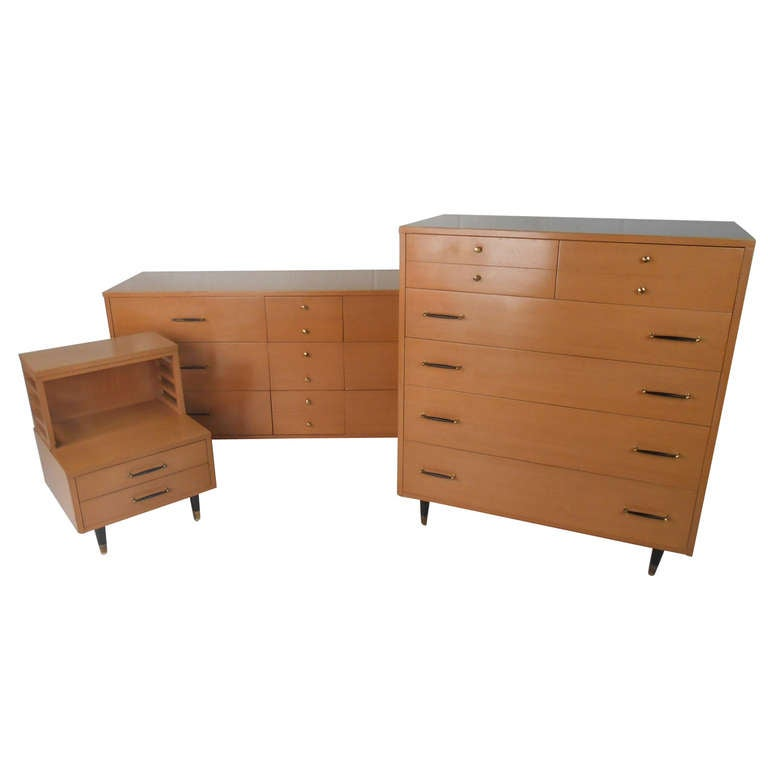 R way mid century modern bedroom suite for sale at 1stdibs - Midcentury modern bedroom furniture ...