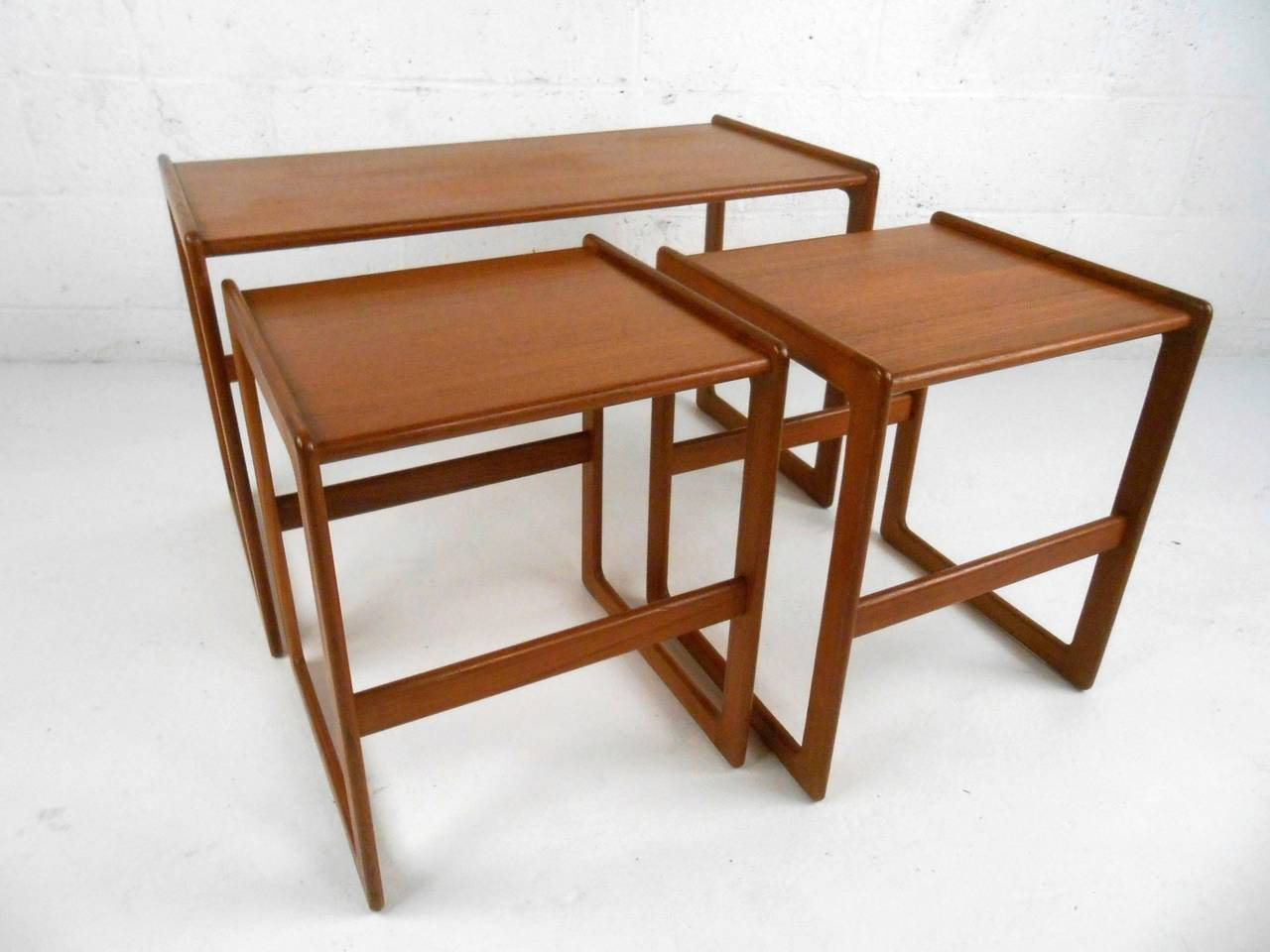 Ordinaire This Well Crafted Set Of Three Teak Side Tables Uniquely Nest Together.  Sturdy Construction With. Set Of Mid Century ...