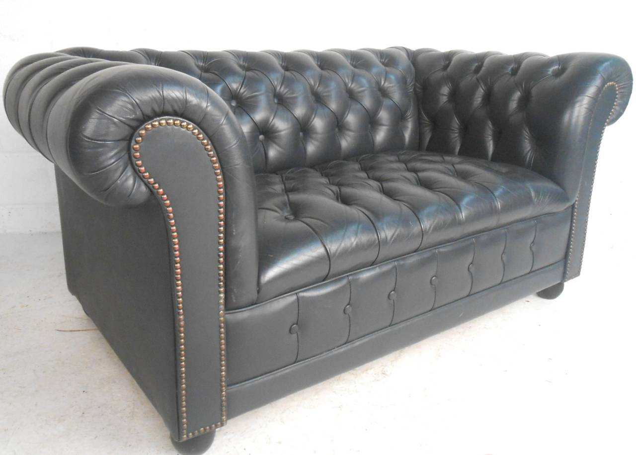 mid century modern unique leather chesterfield two seat sofa at 1stdibs. Black Bedroom Furniture Sets. Home Design Ideas