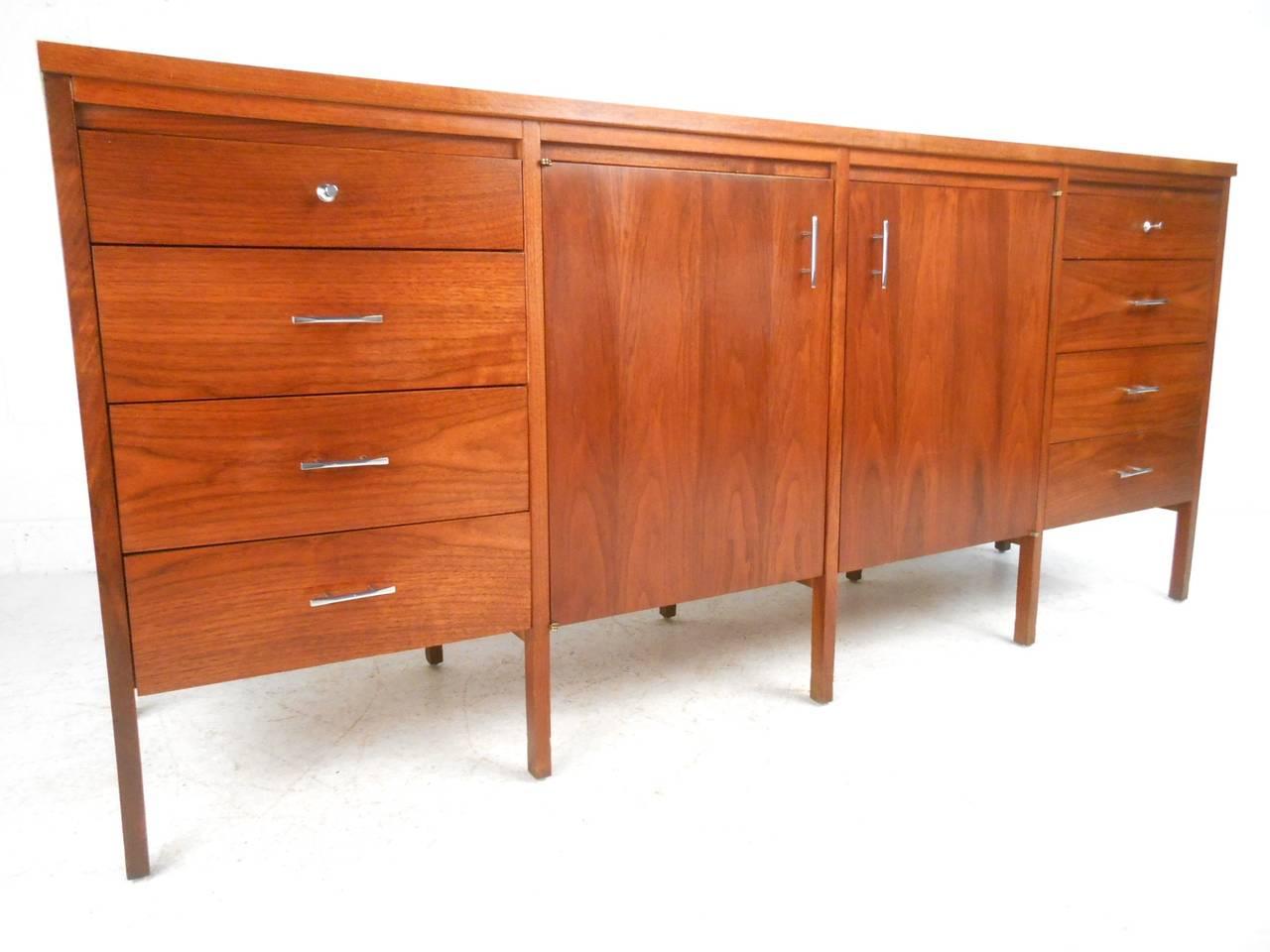 Mid Century Modern Paul Mccobb Delineator Series Dresser For Lane At 1stdibs