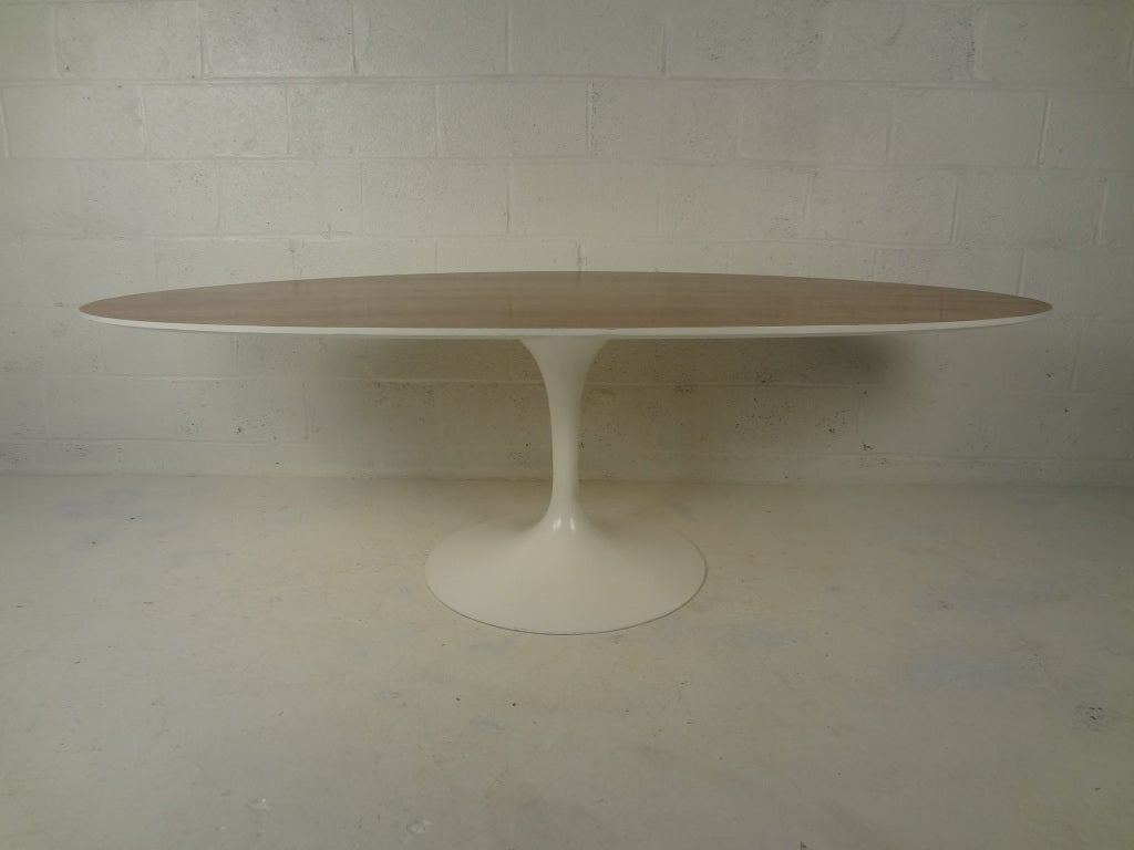 Mid Century Modern Oval Pedestal Table By Knoll At 1stdibs