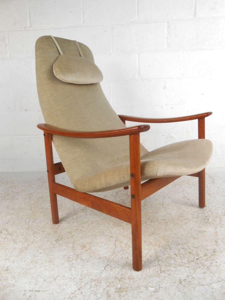 Vintage Mid Century Contour Lounge Chair by Ljungs Industrier AB Malmo at 1st