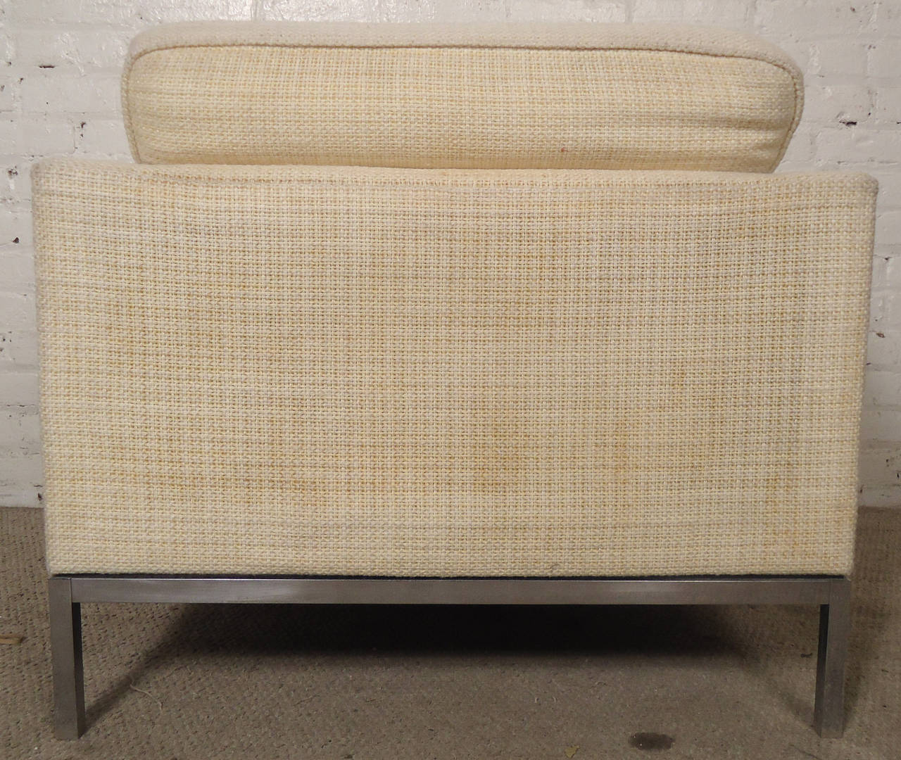 American Mid-Century Pair of Upholstered Armchairs by Knoll Associates For Sale