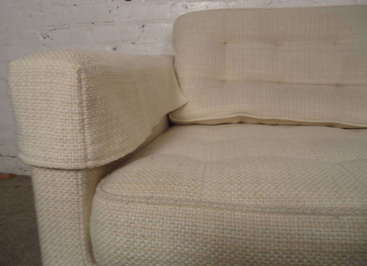Mid-Century Pair of Upholstered Armchairs by Knoll Associates For Sale 4