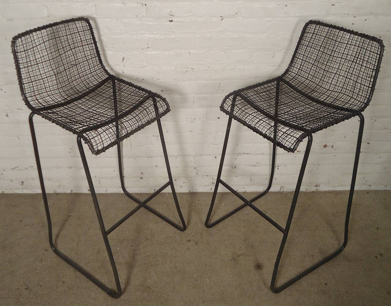 Nice Handsome Pair Of Modern Woodard Style Reed Zinc Stools In Excellent  Condition For Sale In Brooklyn