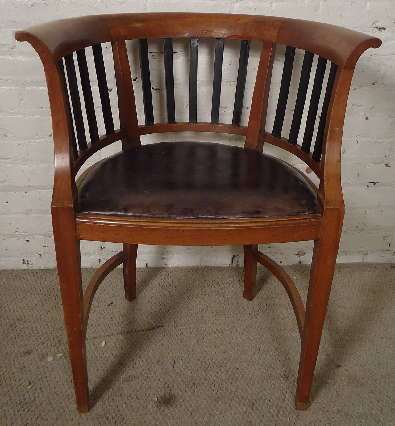 Unique Vintage Round Back Spindle Chair 2 - Unique Vintage Round Back Spindle Chair For Sale At 1stdibs