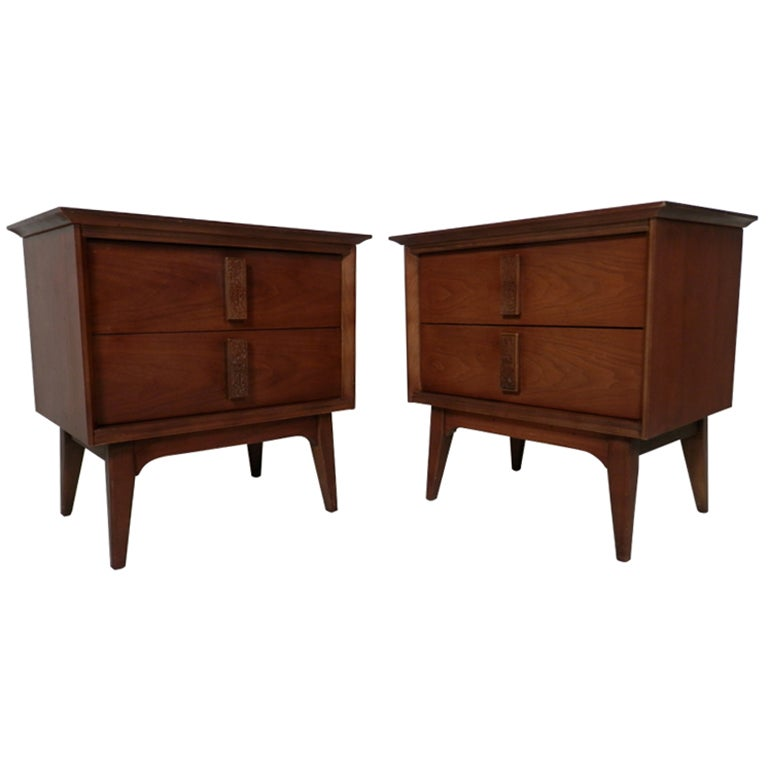 Pair of walnut mid century modern nightstands at 1stdibs for Modern nightstands for sale