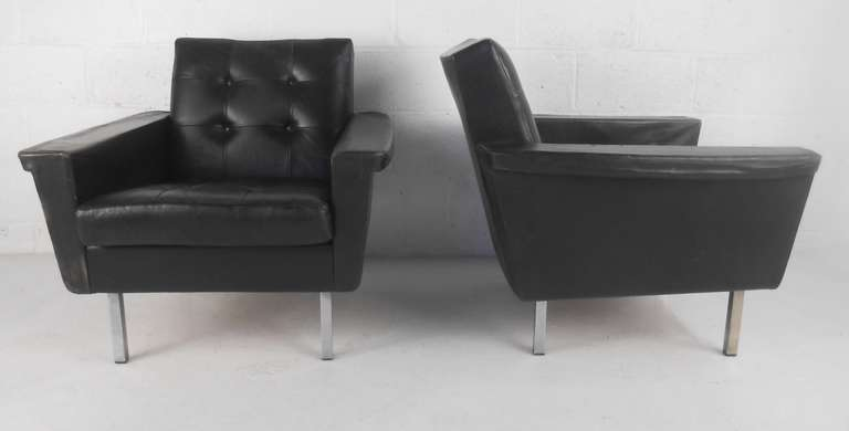 Pair of Mid-Century Modern Leather Lounge Chairs In Fair Condition For Sale In Brooklyn, NY