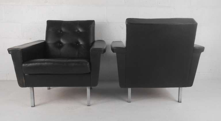 Unknown Pair of Mid-Century Modern Leather Lounge Chairs For Sale
