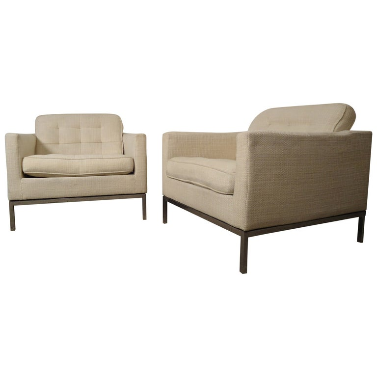 Mid-Century Pair of Upholstered Armchairs by Knoll Associates For Sale