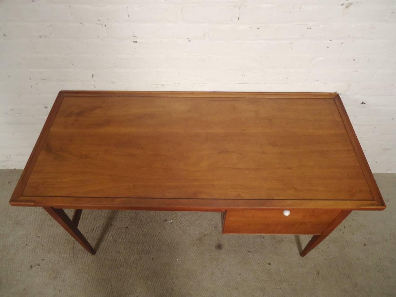 Drexel Mid Century Modern Desk For Sale At 1stdibs