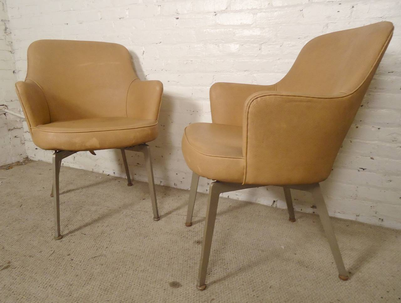 Pair Of Armchairs In The Style Of Saarinen At 1stdibs
